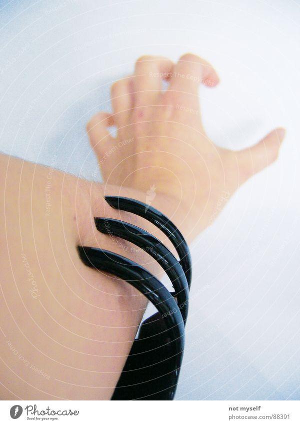 Schmerz II Hand Angst Haut Arme Finger Panik beißen drücken Klammer Anspannung Haarspange