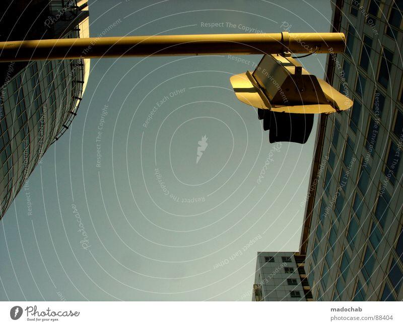 FINALLY AT PHOTOCASE Himmel Stadt blau Wolken Haus Fenster Leben Architektur Gebäude Freiheit fliegen oben Arbeit & Erwerbstätigkeit Wohnung Design Wetter