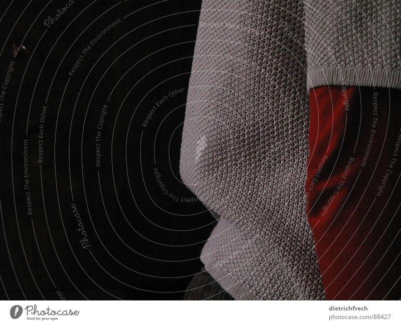 Mutters Pulli schwarz Strukturen & Formen beige Pullover rot sehr wenige Gelenk 3 Raster Konzentration Haushalt Herbst Detailaufnahme Punkt Falte Schatten Arme