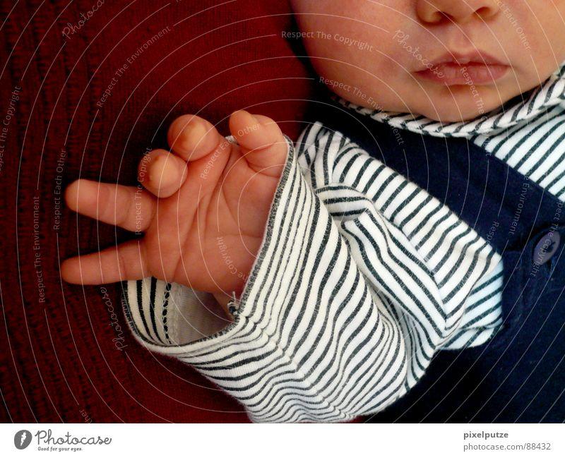 fritz Mensch Kind Hand Gesicht Junge klein Baby Mund Nase Wachstum Streifen Körperhaltung Frieden Vertrauen Lebewesen Kleinkind