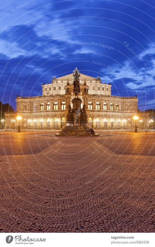 SEMPEROPER Semperoper Oper Opernhaus Dresden Architektur Nacht Dämmerung Wahrzeichen Sachsen Deutschland Hauptstadt Langzeitbelichtung Ferien & Urlaub & Reisen