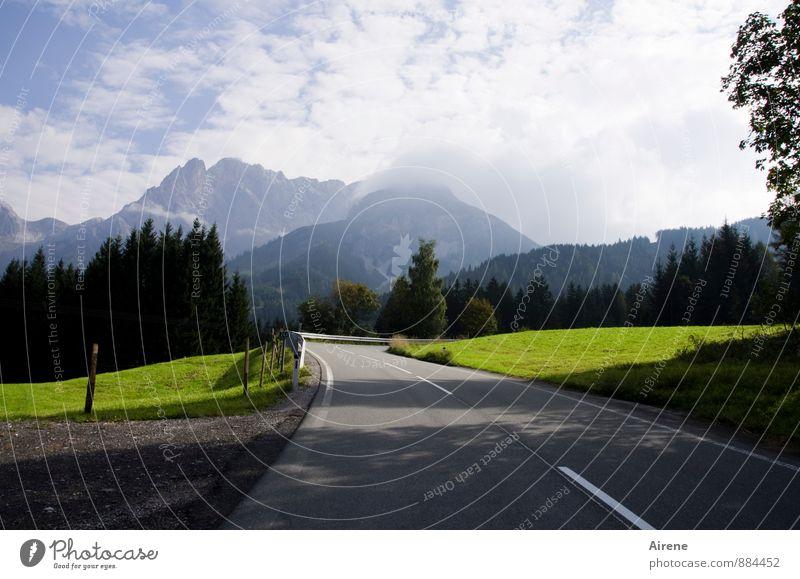 es geht aufwärts Himmel Natur Ferien & Urlaub & Reisen blau grün weiß Erholung Landschaft Wolken Ferne Berge u. Gebirge Straße elegant Idylle Tourismus