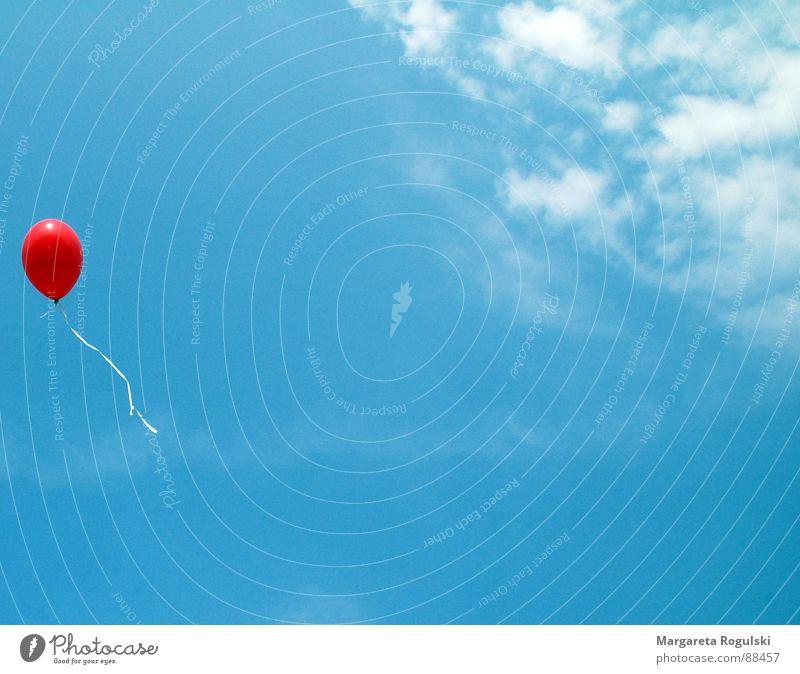 lass ihn fliegen Luftballon rot Wolken Freizeit & Hobby Himmel blau Wetter