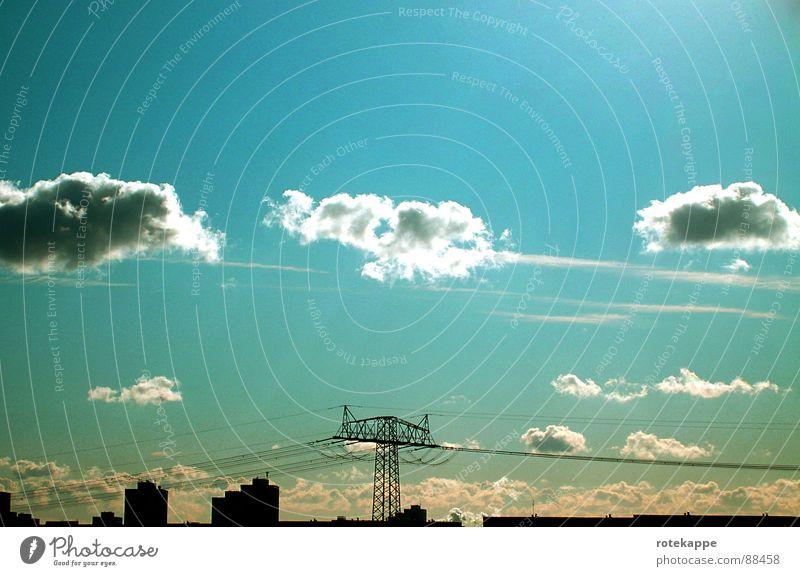 gestern Himmel Sonne blau Sommer ruhig Haus Wolken Wind Zeit Beginn Aussicht Skyline Strommast vergangen Leitung fertig