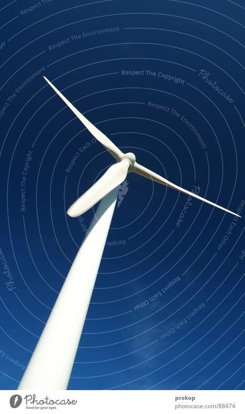 Don Q. - II Windkraftanlage Elektrizität alternativ Erneuerbare Energie ökologisch weiß drehen rotieren Sturm ruhig Umweltschutz Wolken Mühle Geometrie Summen