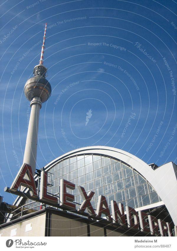 Himmelsnadel Ferne Berlin Architektur hoch Bahnhof tief Schönes Wetter Alexanderplatz
