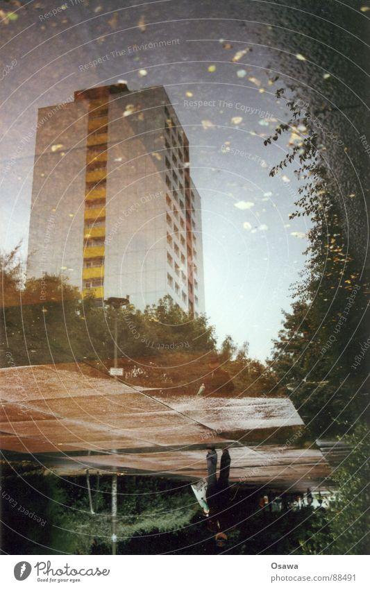 Liquid Plattenbau Mann Stadt Berlin Gebäude Regen Hochhaus nachdenklich Australien Pfütze Osten Pflastersteine trüb bedecken Friedrichshain