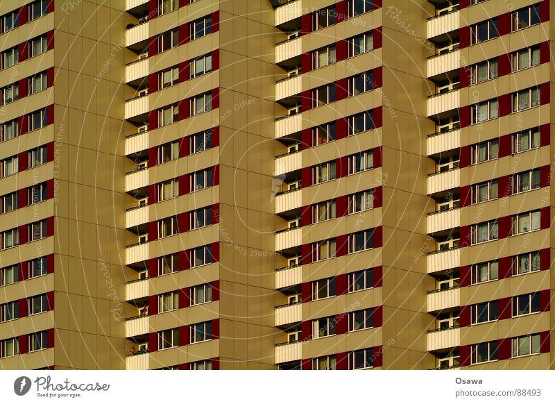 Schöner Wohnen 15 Gebäude Fassade Haus Plattenbau Fenster Balkon Hochhaus Raster Neubau Friedrichshain Wut Ärger trist DDR Berlin Architektur