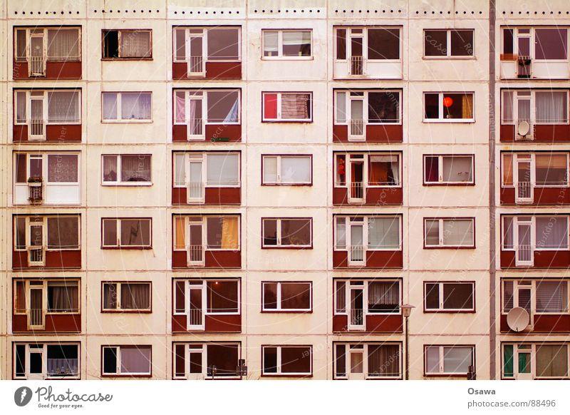 Schöner Wohnen 18 Gebäude Fassade Haus Plattenbau Fenster Balkon Hochhaus Raster Neubau trist DDR Architektur