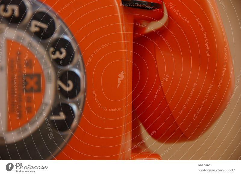 Don't hang up on me schön Farbe ruhig liegen orange Design Kommunizieren Telefon retro Vergangenheit Telefongespräch Rede verbinden Siebziger Jahre Sprache altmodisch