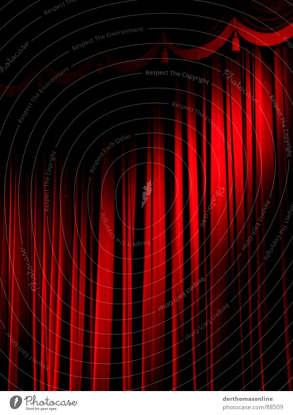 Vorhang vorrübergehend geschlossen rot Freude ruhig Ferne Gefühle Stimmung Tanzen Beleuchtung gold groß Aktion Elektrizität Filmindustrie weich Show