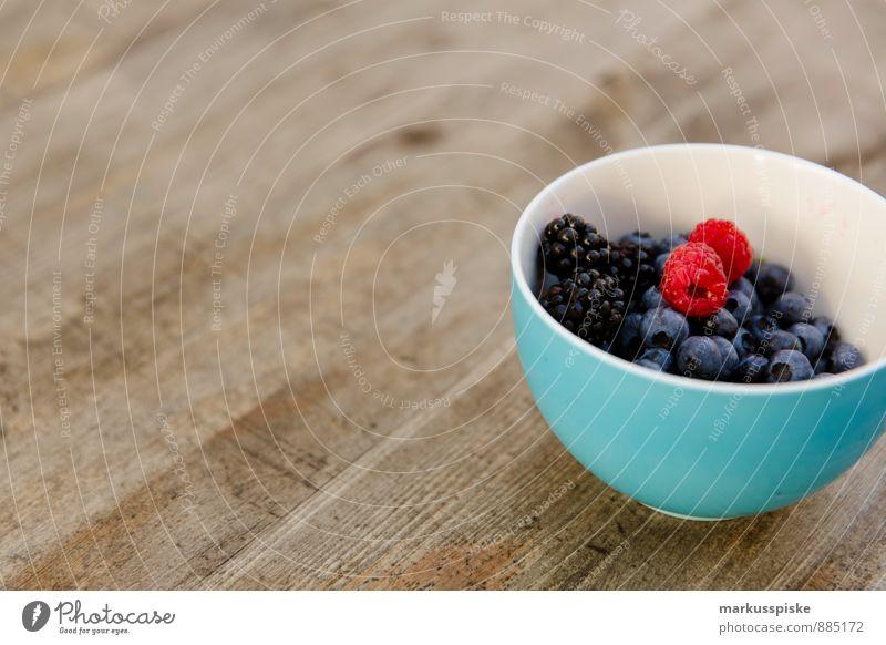 beeren mixed Lebensmittel Joghurt Milcherzeugnisse Frucht Blaubeeren Brombeeren Himbeeren Frühstück Frühstückspause Ernährung Essen Mittagessen Bioprodukte