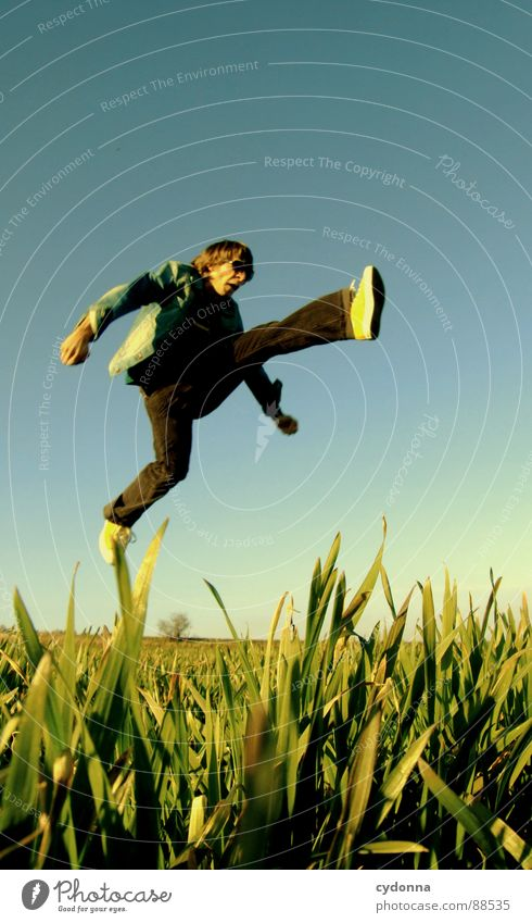Spring ins Feld! III Mensch Himmel Mann Natur grün Pflanze Sonne Freude Landschaft Leben Wiese Gefühle Freiheit Gras Bewegung Frühling