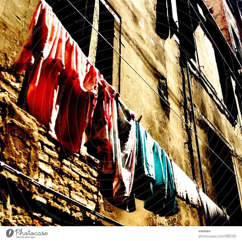 pures Leben alt Leben Wand Stein braun Seil Fassade verfallen Wäsche Wäscheleine altmodisch