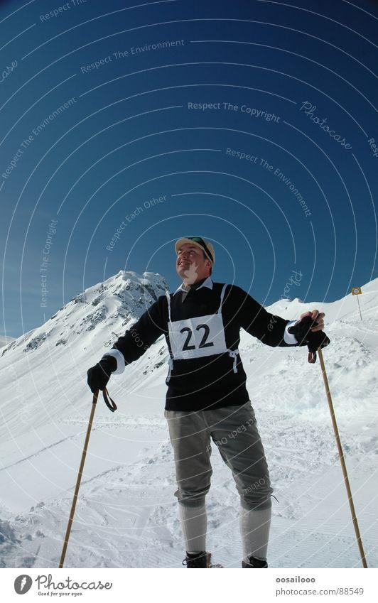 old fashioned Winter Nostalgie Wintersport Skifahrer weiß Sport Spielen Schnee Berge u. Gebirge Skilauf Skifahren Alpen blau