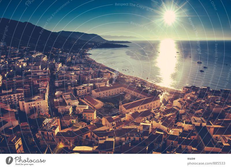 Die Sonne bringt es an den Tag Ferien & Urlaub & Reisen Stadt Meer Haus Reisefotografie Architektur Küste Gebäude Stimmung wild Häusliches Leben Tourismus