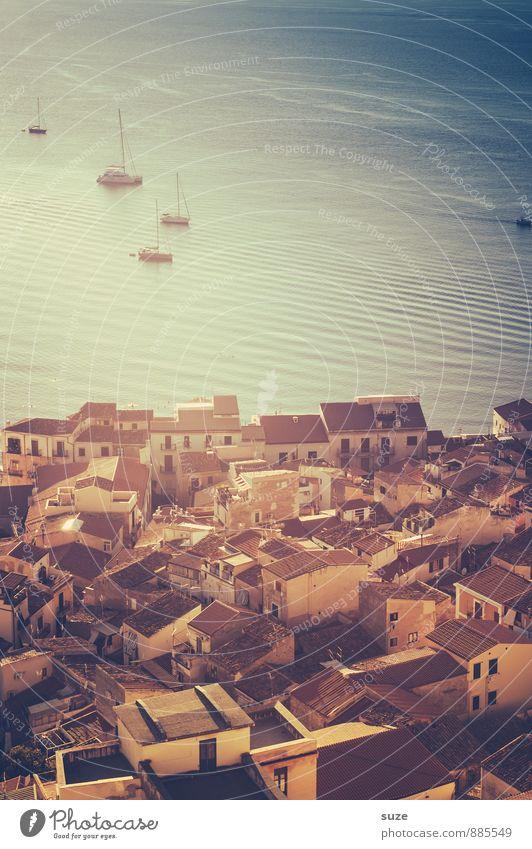Cefalú Ferien & Urlaub & Reisen Tourismus Städtereise Sommerurlaub Häusliches Leben Küste Meer Stadt Hafenstadt Altstadt Haus Gebäude Architektur Segelboot