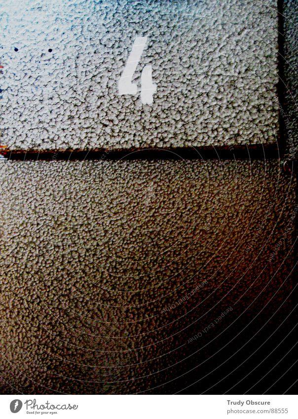 postcard no. 4 Ziffern & Zahlen zählen Parkhaus angeordnet Verschiedenheit Gegenteil dunkel diagonal Trennung separat beziffert Reihe eingereiht Übergang