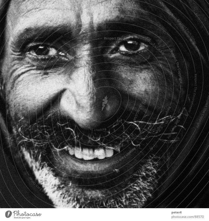Augenblicke 8 fremd heimatlos Ausländer Flüchtlinge Mensch Schwarzweißfoto lachen Freude Momentaufnahme