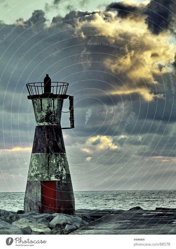 stiller wächter alt Sonne Meer rot Ferien & Urlaub & Reisen ruhig Wolken Ferne Stein Wasserfahrzeug dreckig Sicherheit Ende Ziel Hafen Wachsamkeit