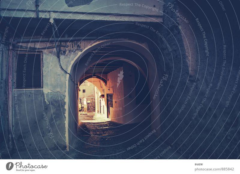 Tunnelblick Ferien & Urlaub & Reisen alt Stadt Straße Reisefotografie Architektur Wege & Pfade Gebäude Fassade Idylle Vergänglichkeit Kultur Italien Fußweg