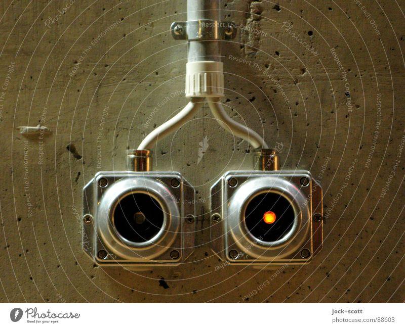 Zwei Lichtschalter oder Nummer 5 lebt Design Kabel Technik & Technologie Wand Beton Metall Kreis Punkt leuchten einfach fest braun Stimmung Verlässlichkeit