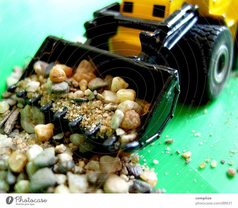 immer noch am baggern..? grün Freude Spielen Stein Felsen Kindheit Baustelle Spielzeug Fahrzeug Handwerk Bauarbeiter minimalistisch heben Bagger Schaufel