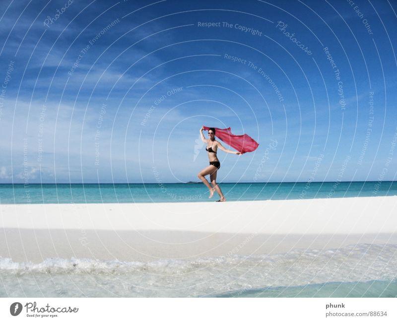 strandlauf#2 Strand Meer Ferien & Urlaub & Reisen Frau springen hüpfen Bikini Malediven Indien schön Freude Sonne laufen Wasser Wetter Klarheit hell Romantik
