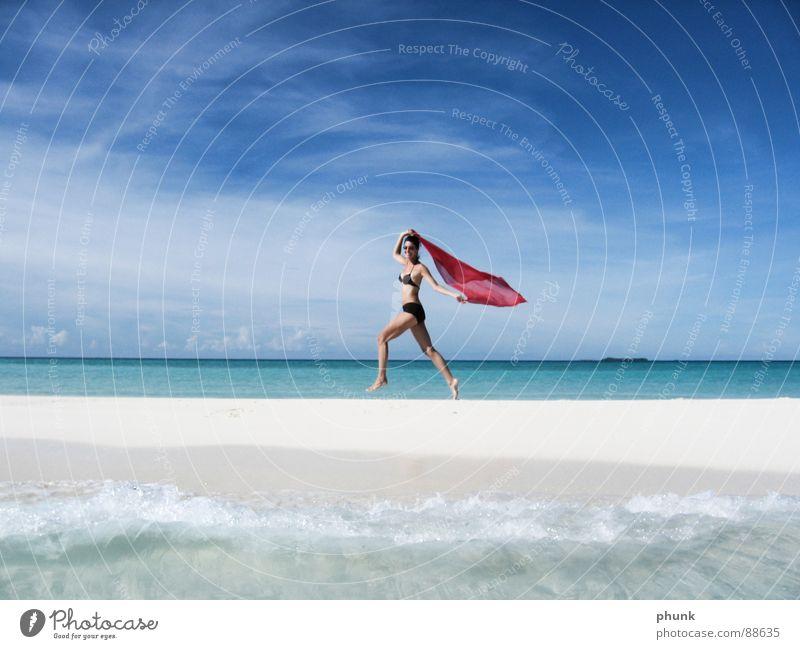 strandlauf#3 Strand Meer Ferien & Urlaub & Reisen Frau springen hüpfen Bikini Malediven Indien schön Schifffahrt Gesundheit Sonne laufen Freude Wasser Wetter