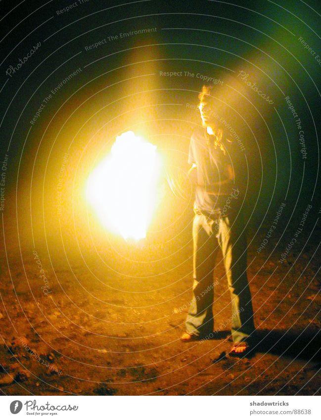 Das Spiel mit dem Feuer Mensch Mann Ferien & Urlaub & Reisen Strand schwarz dunkel Spielen Kunst hell Brand Show brennen Flamme Barfuß Kanaren Gomera