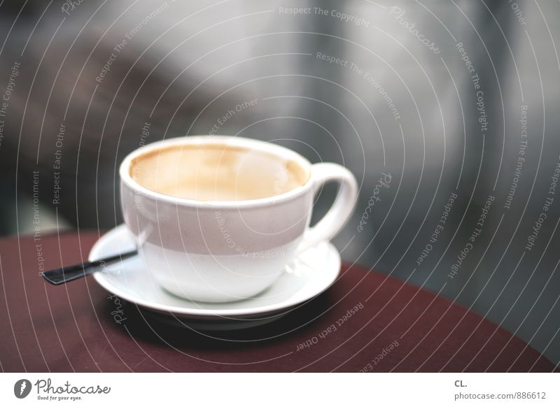 kaffeetasse Kaffeetrinken Getränk Heißgetränk Tasse Löffel Lifestyle Häusliches Leben Tisch genießen lecker Freizeit & Hobby Pause Café Farbfoto Außenaufnahme