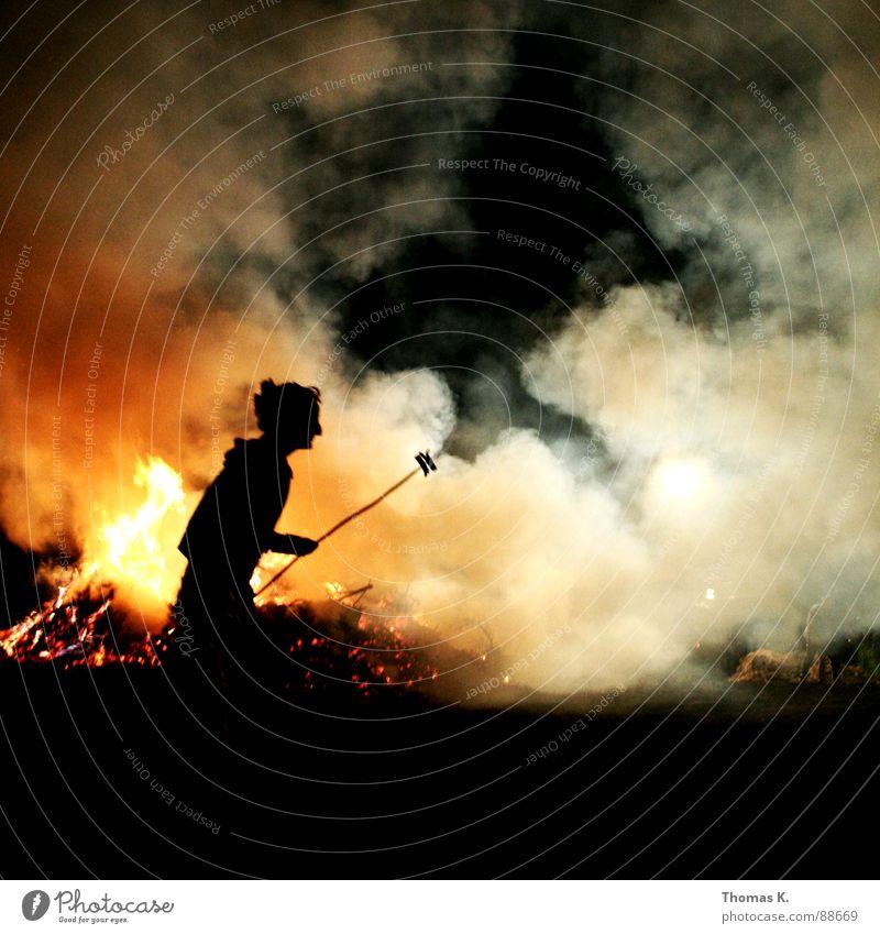 Die Grillsaison ist hiermit eröffnet. Freude Holz Feste & Feiern Nebel Brand Rauch Grillen brennen Brandschutz Feuerwehr Feuerstelle Sommersonnenwende