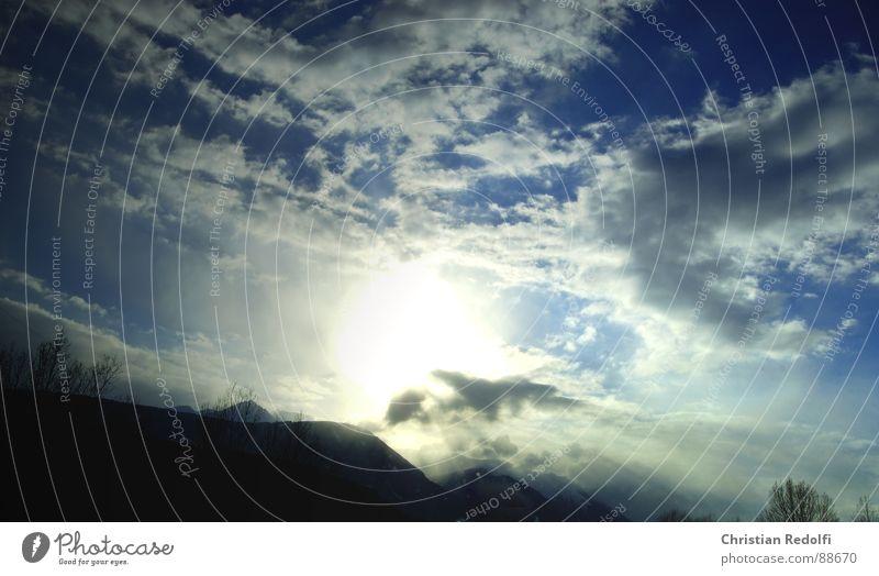 Wolken Himmel blau weiß Baum Sonne Wolken Landschaft Berge u. Gebirge