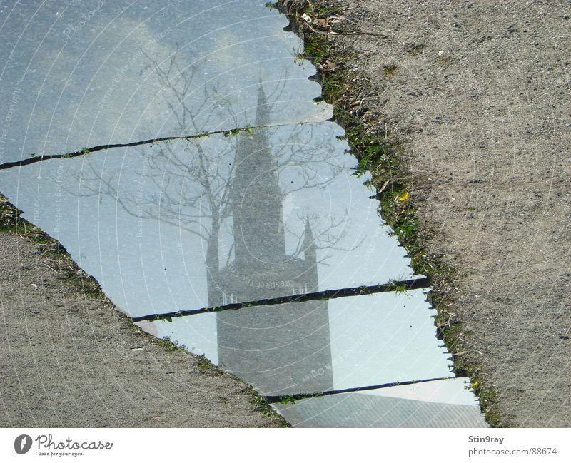 180° gespiegelt Baum Reflexion & Spiegelung Wolken Scherbe gebrochen kaputt Gotteshäuser Religion & Glaube Turm Sand Fliesen u. Kacheln Berlin beschädigt