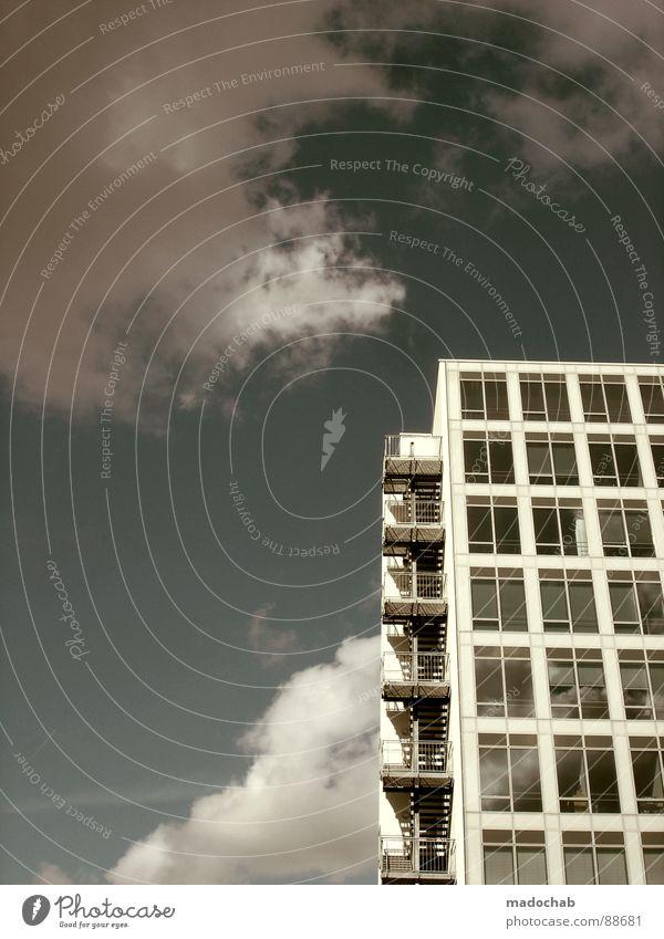 OSTERFEUER Himmel Stadt blau Wolken Haus Fenster Leben Architektur Gebäude Freiheit fliegen oben Arbeit & Erwerbstätigkeit Wohnung Design Wetter