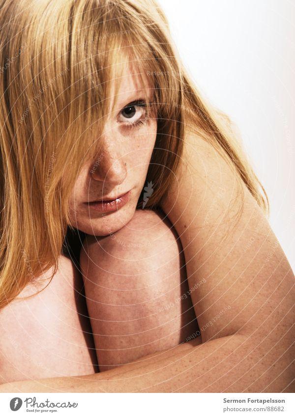 D. van der Nies 7125 Frau nackt weiß blond rothaarig Bedürfnisse Schwäche Haut hell Auge Gesicht Haare & Frisuren Blick Einsamkeit Schutz