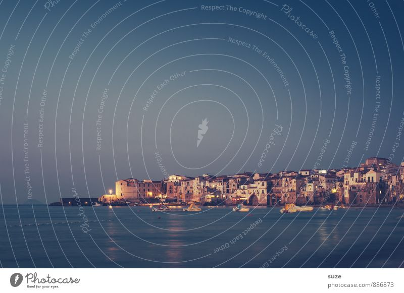 Ein Abend mit viel Amore Natur Ferien & Urlaub & Reisen blau Stadt kalt Reisefotografie Architektur Küste Gebäude Fassade Idylle leuchten Insel fantastisch