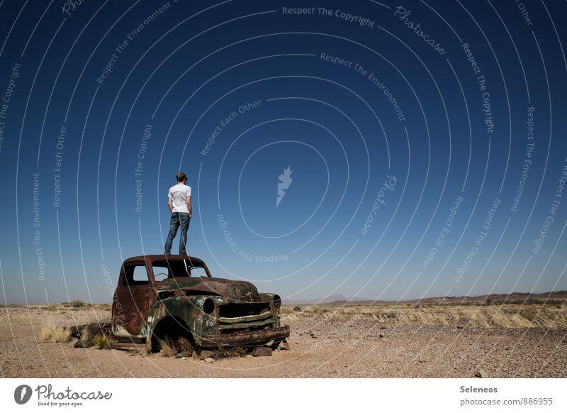 leider kein ADAC Mitglied Mensch Natur Ferien & Urlaub & Reisen Mann Erholung Einsamkeit Landschaft ruhig Ferne Umwelt Erwachsene Straße Gefühle Freiheit Sand