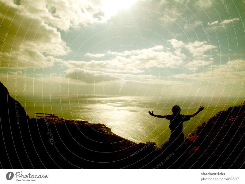 celebration Mensch Himmel blau Wasser Ferien & Urlaub & Reisen Baum Sonne Meer Einsamkeit Wolken schwarz Ferne Berge u. Gebirge oben Gefühle Freiheit