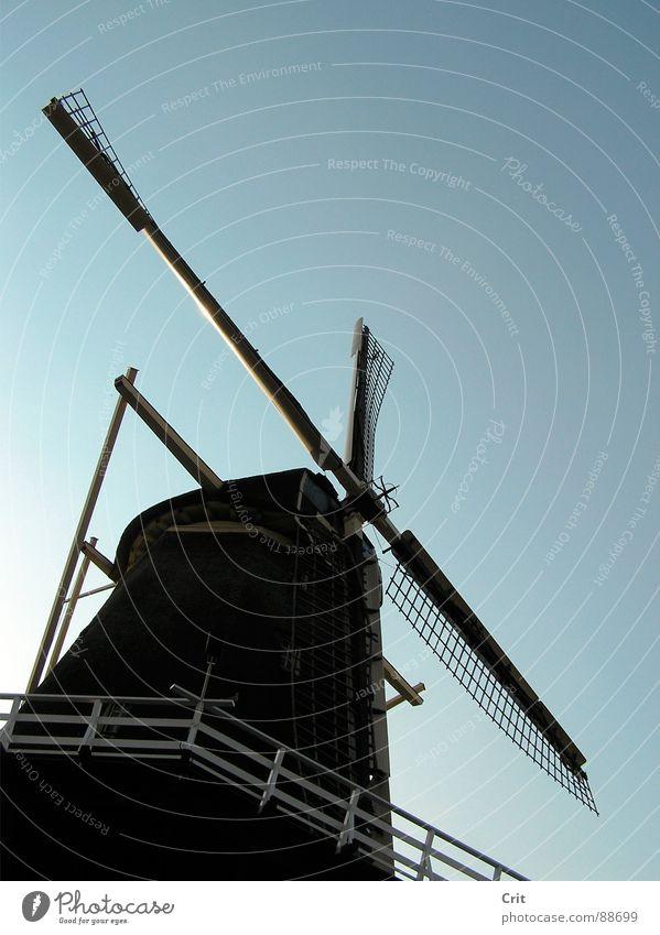 windmill 1 Himmel old-school sehr wenige Industrie Wind sky Energiewirtschaft made minimalistic Bauernhof blue contrast wieken