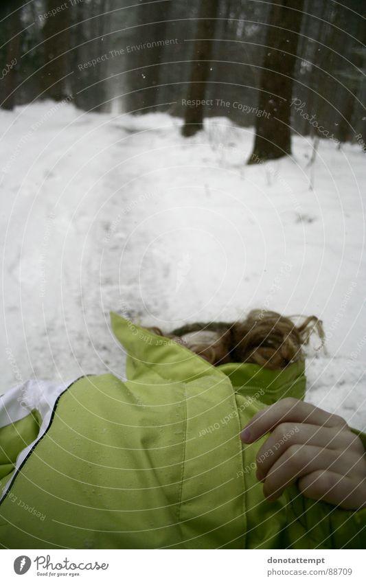ma sœur Winter Natur Farbe young pale trees cold frozen white child dead forest coat snow dying frail sad Außenaufnahme
