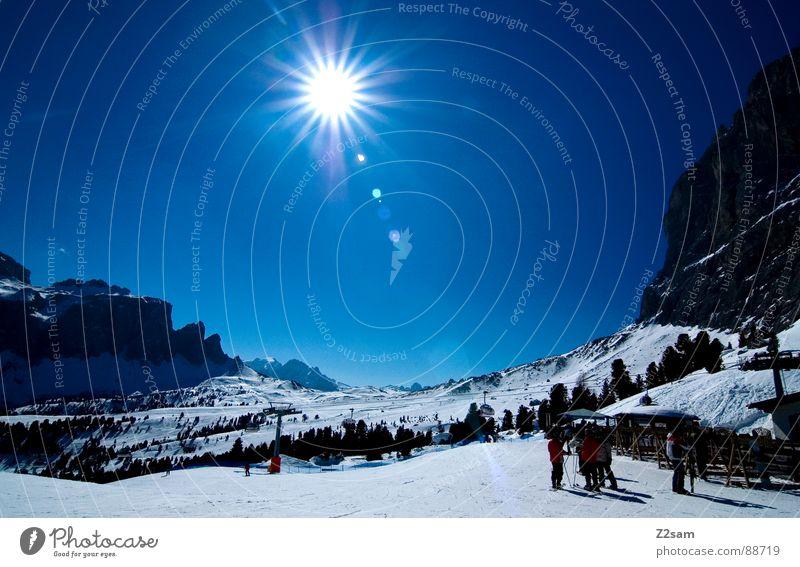 ankunft Mensch Himmel Sonne blau Winter Sport kalt Schnee oben Berge u. Gebirge Wärme Landschaft groß Felsen Skifahren Italien