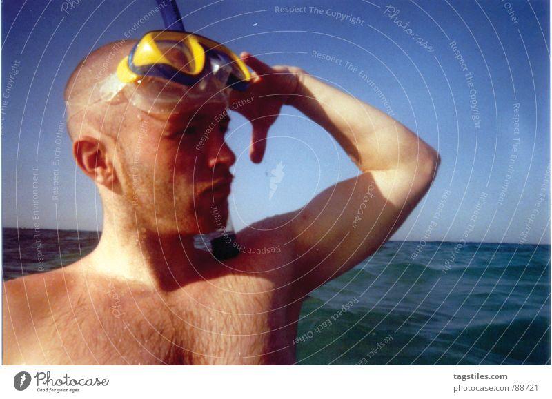 Yes, Sir! Schnorcheln Tauchgerät Ägypten Hurghada El Gouna Taucherbrille Meer salutieren Ahoi Brustbehaarung Strand Wellen Horizont Unsinn Mann Rotes Meer Sonne