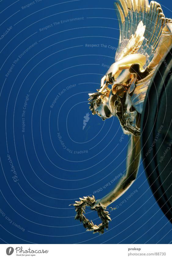Wolkenkratzerin Lorbeer Statue Textfreiraum Edelstahl antik Krieg Altertum blau Pol- Filter Oberkörper Blick nach unten vertikal blenden teuer Reichtum Kunst