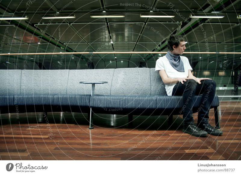 Airport Sofa T-Shirt Göteborg Flughafen Mann guy men one lonely table lamps room shoes Sweden