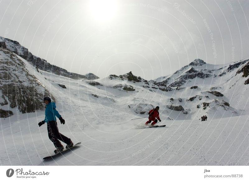 Skiing | Boarding Snowboard fahren vergangen Körperhaltung drehen Geschwindigkeit Jacke Hose Helm Skifahren Skifahrer rot grau weiß schlechtes Wetter Wolken