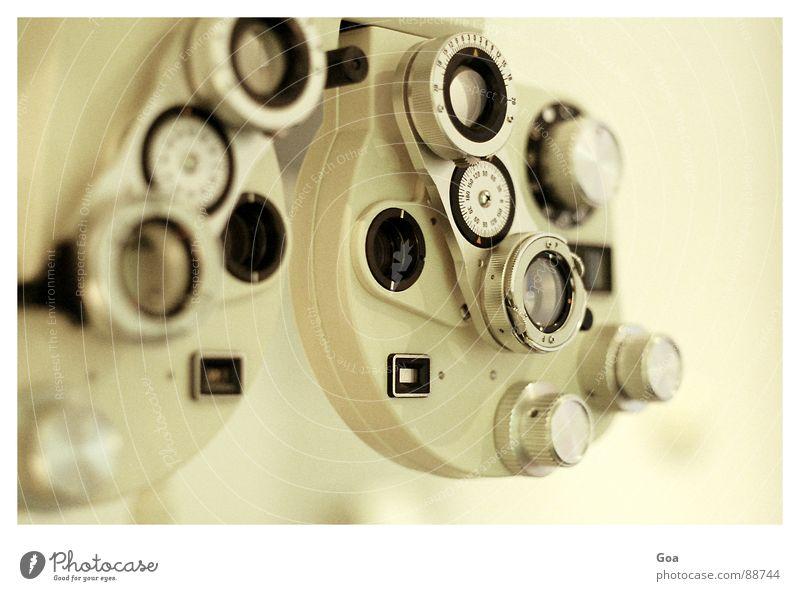 Refraktometer Brille Messinstrument Handwerk Linse weitsichtig altersichtig Refraktion Tiefenunschärfe Sehvermögen