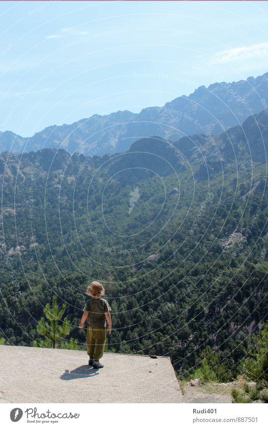 Kleiner Mann auf grosser Reise Ferien & Urlaub & Reisen Ausflug Abenteuer Ferne Freiheit Sommer Berge u. Gebirge wandern maskulin Kind Kleinkind Junge 1 Mensch