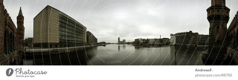 Berlin. Oberbaumbrücke. Panorama (Aussicht) Spree Backstein historisch Ostbahnhof Weitwinkel Turm Brücke 180 Grad Wasser Fluss Hafen Küste groß