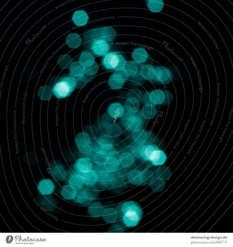 blauer glitter* türkis Lichtpunkt Unschärfe festlich Lichterkette dunkel schwarz Nacht ungenau Lichteinfall obskur Reflexion & Spiegelung lichtmagnetisch